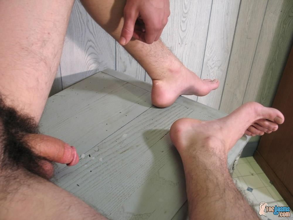 Toegasms Axel Straight Skater Jerking Off Playing With Feet Amateur Gay Porn 21