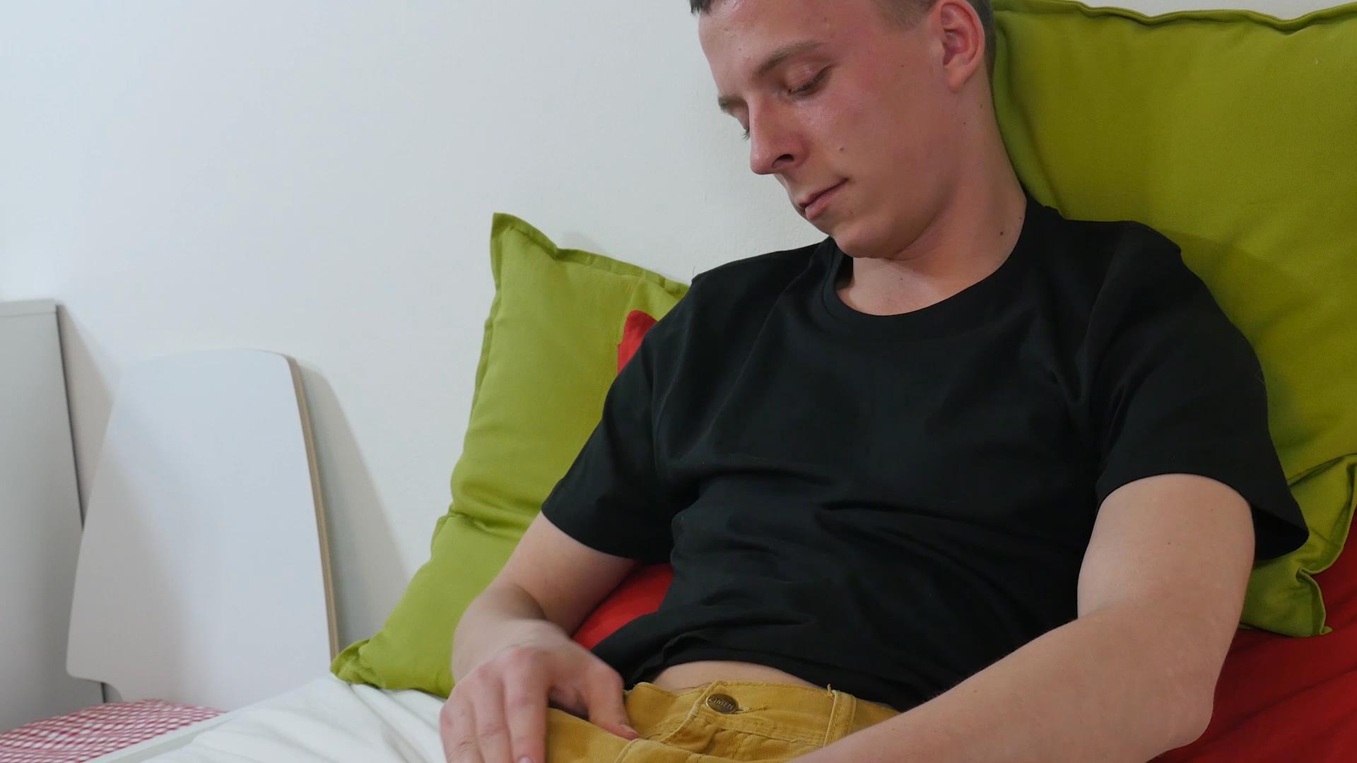Twink-Boys-Party-Andrew-Kitt-Twink-With-Big-Uncut-Cock-Masturbation-Amateur-Gay-Porn-01.jpg