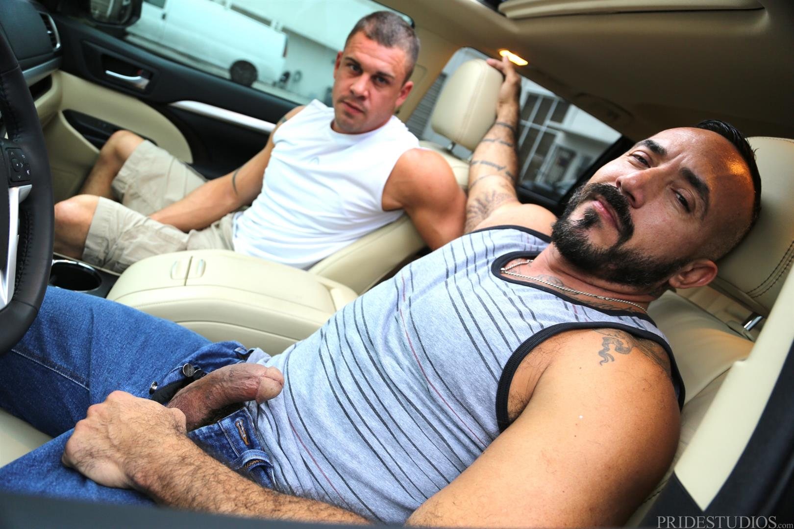 Men Over 30 Darin Silvers and Alessio Romero Hitchhiker Fucking Hairy Ass Amateur Gay Porn 02