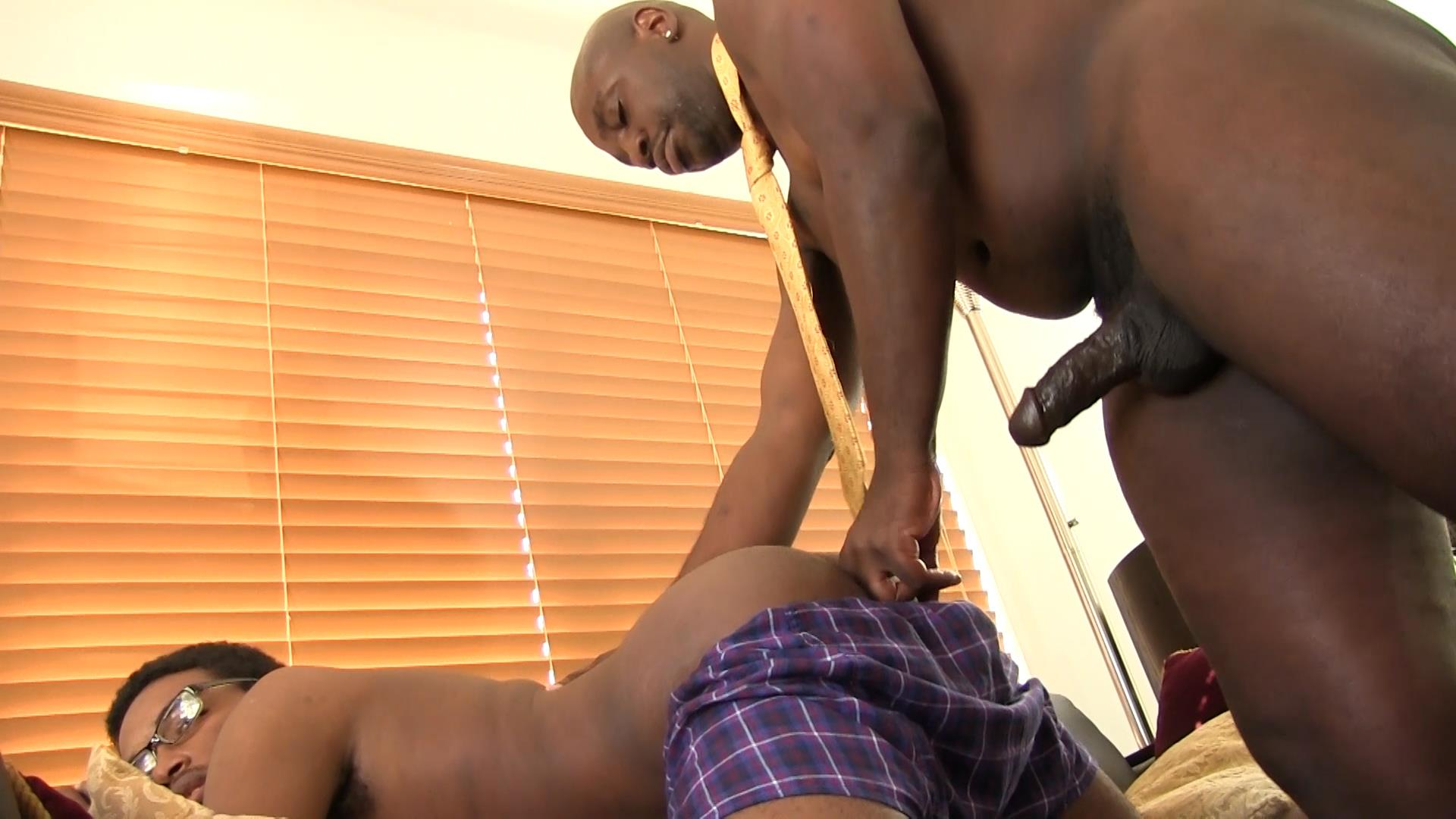 Bareback Me Daddy Daemon Sadi and Donny Ray Black Daddy Fucking A Twink Bareback Amateur Gay Porn 10